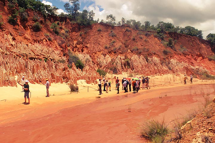 tours in madagascar red-tsingy